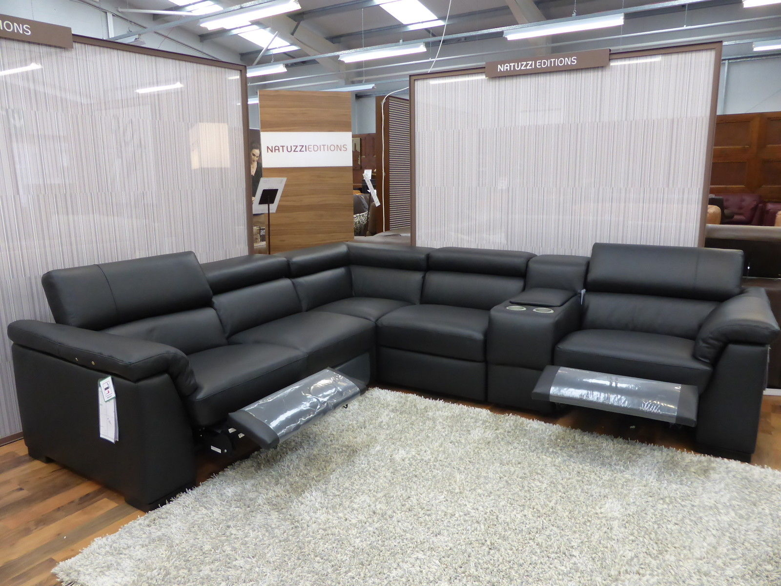 Natuzzi editions encore electric reclining leather cinema for Sofas natuzzi outlet madrid
