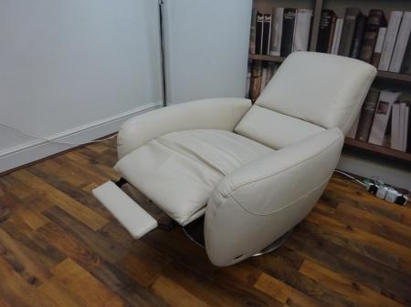 Natuzzi Genny swivel recliner chair in beautiful leather