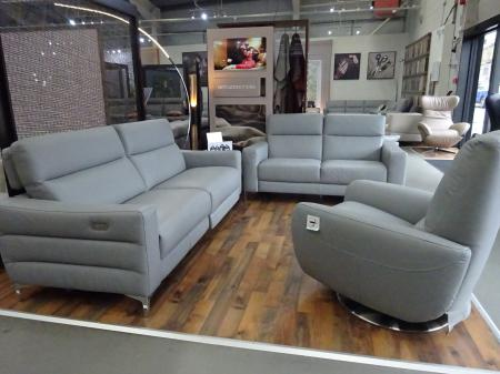 Natuzzi Giorgio Leather 3 & 2 seater with swivel recliner Genny chair