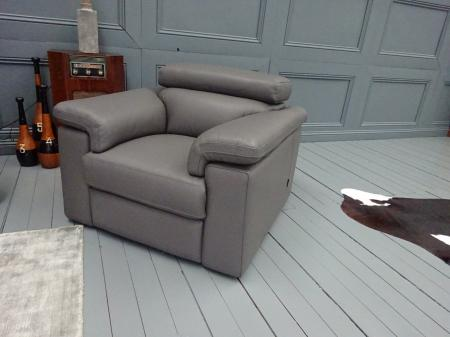 Tancredi Lovely Leather power reclining 3 seater & 2 Chairs