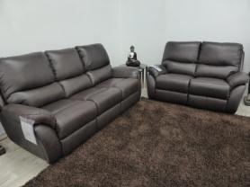 La-z-boy brown Leather California 3 & 2 power recliners